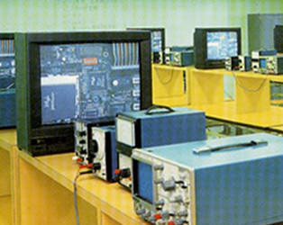 電子基礎実習室
