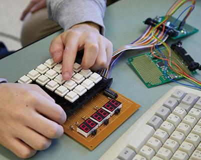 電子工学回路を設計