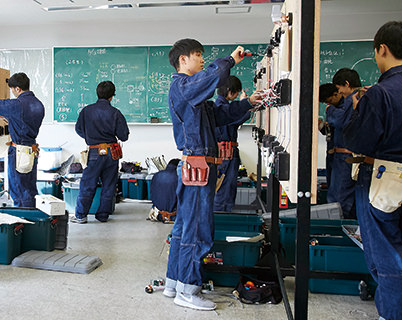 電気設備コースの授業風景