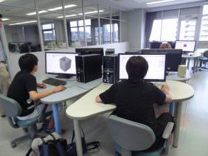 グラフィックデザインコースでの、イラストレーターを使ったデータ作成体験