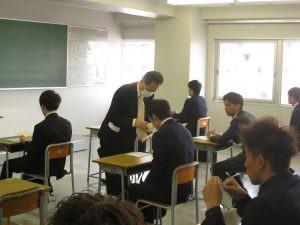 教室に入るとちょっとホッとした様子