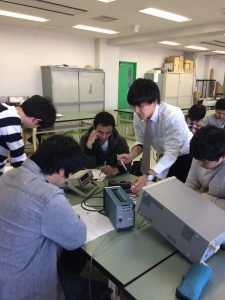 電子工学科実習風景